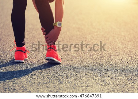 sports injury on young woman runner leg