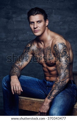 Sporty shirtless tattooed man stock foto 370343477 for Naked men tattoo