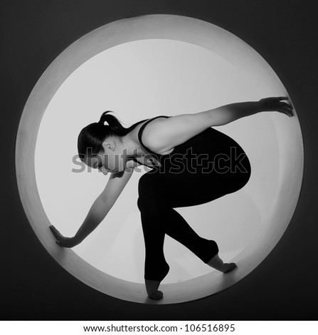 sporty woman posing in a circle