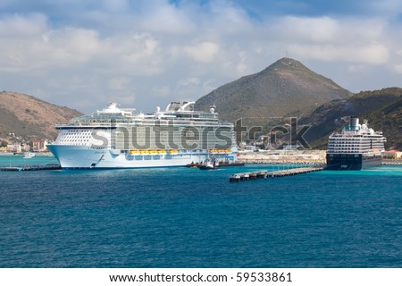 ST MAARTEN, NETHERLANDS ANTILLES - FEBRUARY 10:  Royal Caribbean's largest ship, Oasis of the Seas, in port at St Maarten February 10, 2010 in St Maarten, Netherlands Antilles.