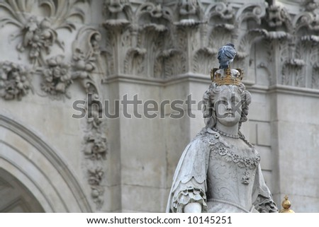 St Paul's Cathedral Statue - stock photo