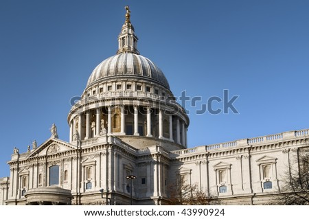 St. Paul's Cathedral with deep blue sky.