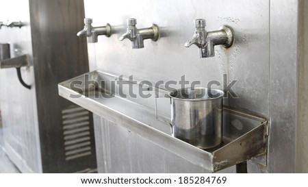 Stainless steel water dispenser