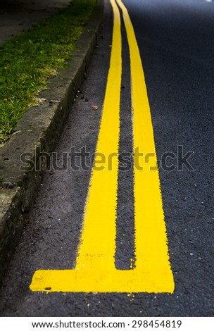 Start of new double yellow lines alongside road with bend to the left