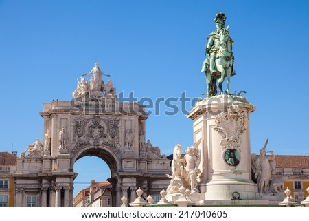 Statue of King Jose I and the Rue Augusta arch of Commerce square in Lisboa, Portugal. On the arch the sculptures of Viriatus, Vasco da Gama, Pombal and Nuno Alvares Pereira - stock photo