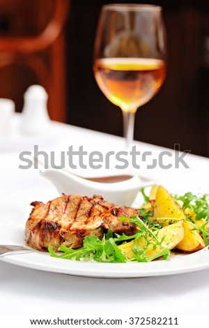 Steak with Fried Potatoes and Wine