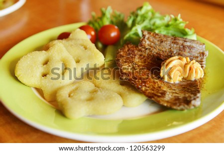 Steak with potato chips