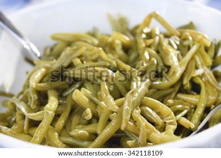 steamed green beans flavored with olive oil