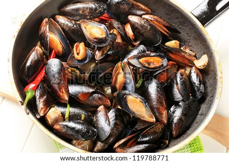 Steamed mussels in a pan