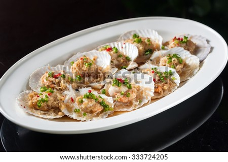Steamed scallop with garlic and rice noodles - stock photo