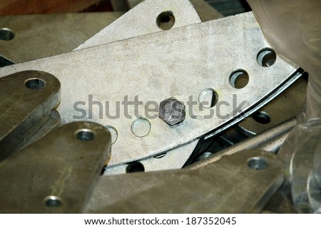 Steel hardware for fitting electrical cable with steel tower in the wooden pallet