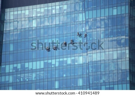 Steeplejacks washing windows