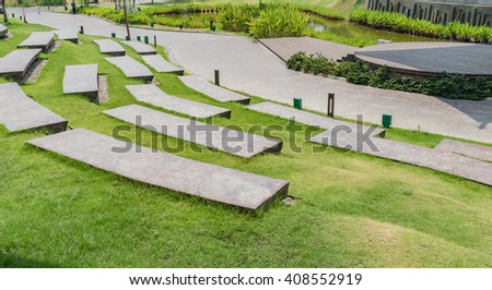 Step park bench with green grass