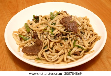 stir-fried noodles with beef