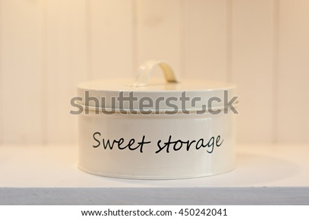 Storage can for sweets