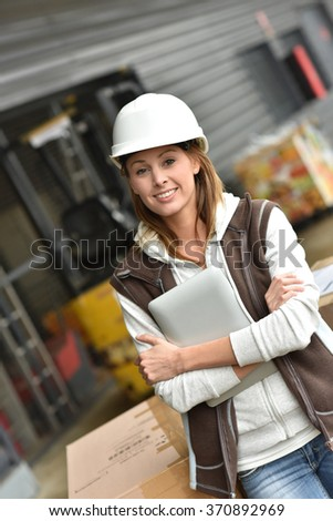 Store manager controlling store in warehouse