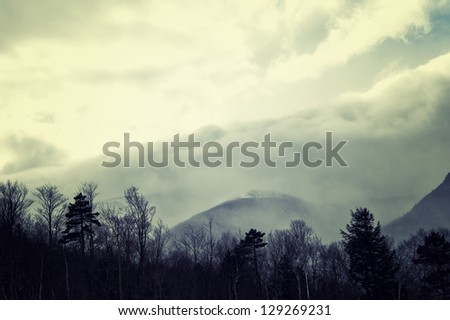 Storm cloud like mountain coming to white mountain in NH