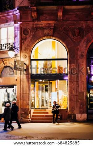 Beauty salon exterior stock images royalty free images for Hair salon paris france
