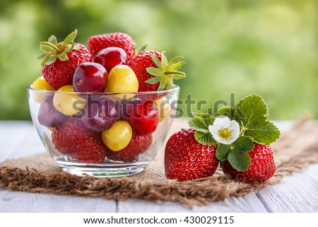 strawberry,cherry white and red in bowl and juice