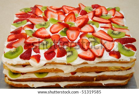 Strawberry kiwi fruit cake - stock photo