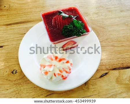 Strawberry panacotta