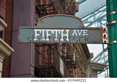 Street sign on the corner of Fifth avenue, New York