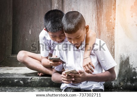 Students are searching information of learn on  smartphone