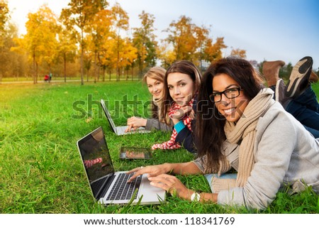 Students enjoing sunny weather in college park - stock photo