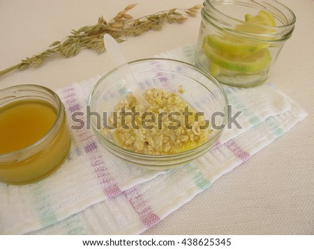 Sugar peeling scrub with sugar, honey, rolled oats and lemon juice