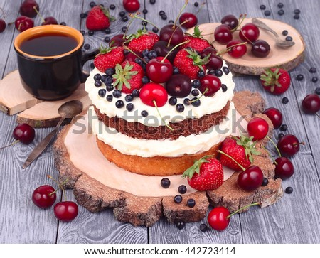 Бисквит с маскарпоне и ягодами