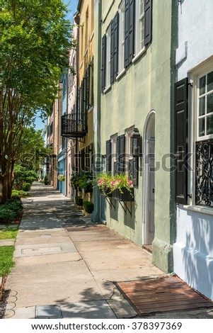 Summer Street - A quiet summer morning at Rainbow Row - a series of colorful and well-preserved historic Georgian row houses on East Bay street, in Downtown Charleston, South Carolina, USA.