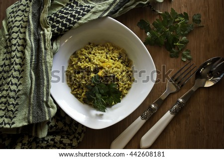 Summery Risotto on a Wooden Tray with some Herbs on the side and fancy Cutlery