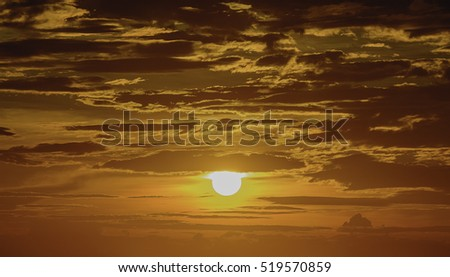 Sunset sky with gold background at te sky line on the sea