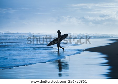 Surfer heading to the sea - stock photo