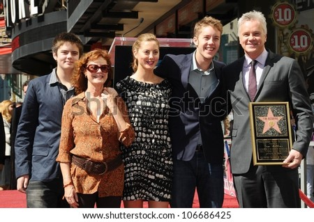 Susan Sarandon with Tim Robbins and family  at the Hollywood Walk of Fame Ceremony Honoring Tim Robbins. Hollywood Boulevard, Hollywood, CA. 10-10-08