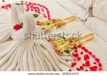 Swan towels decorations on wedding bed