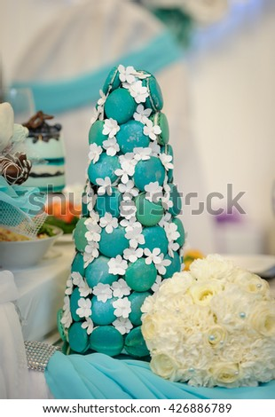Sweet decoration of the wedding table