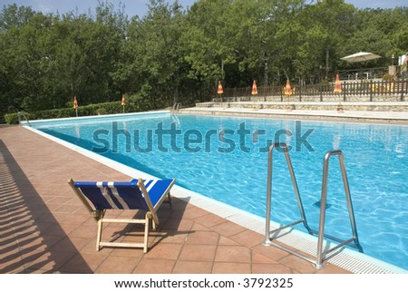 swimmingpool with a blue striped bed to relax