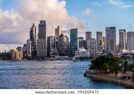 SYDNEY - MARCH 8: View of the skyline of Sydney from Kirribilli, North Sydney on March 8, 2016 in Sydney, Australia.