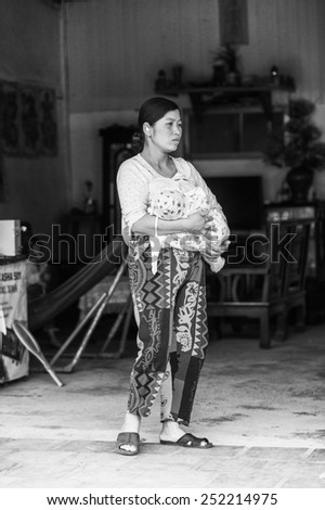 TA PHIN, LAO CAI, VIETNAM - SEP 21, 2014:  Unidentified Red Dao woman and her little baby. Red Dao is one of the minority ethnic groups in Vietnam