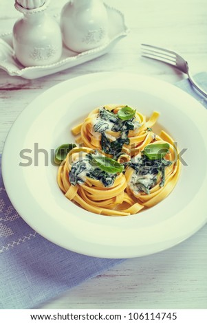 Tagliatelle with blue cheese sauce and spinach (vintage style)