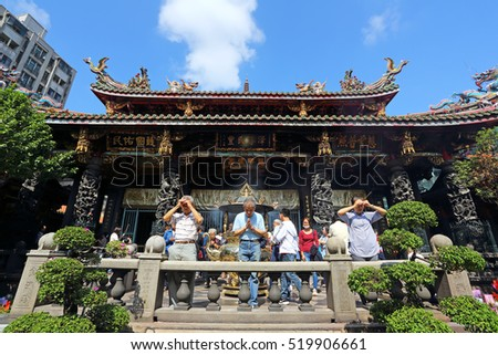 TAIPEI, TAIWAN - OCT 31: Many people including taiwanese and tourists with believers come to Longshan Temple on October 31, 2016. It is one of the oldest Traditional Temple in Taipe