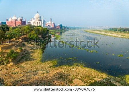Taj Mahal with the Yamuna river. India.