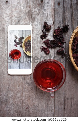 Taking a photo of roselle drink with smart phone
