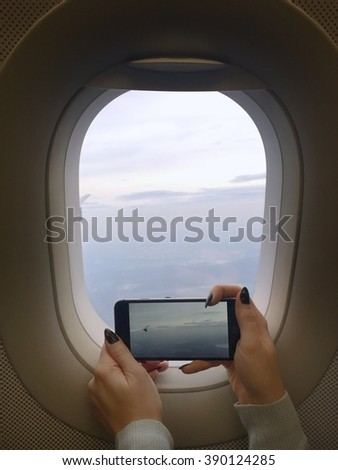 Taking photos through airplane window with smartphone
