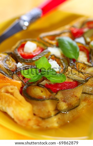 Tarte Tatin with zucchini, peppers and mozzarella