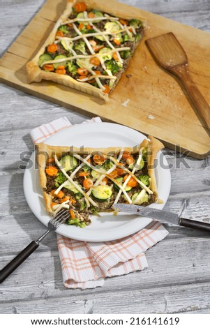 Tarte with minced meat and vegetables