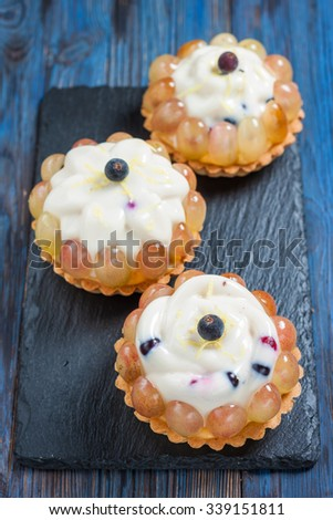 tartlets with berry panna cotta