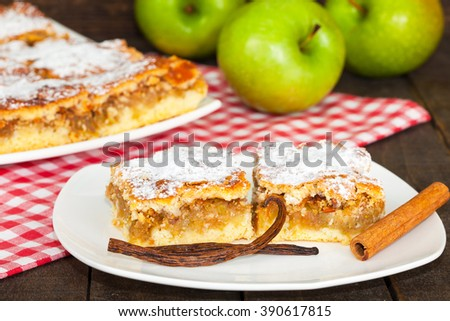 Tasty apple cake with green apples on the table