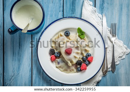 Tasty dumplings with fruits and cream